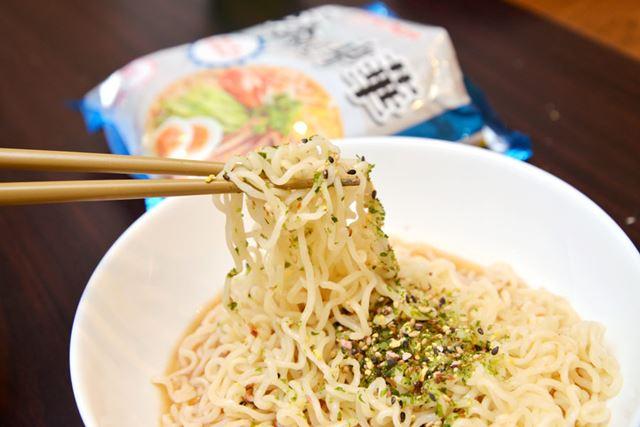 麺のタイプは細くちぢれたフライ麺