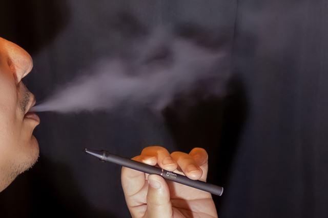 「プルーム・テック」は本体が細い分、見た目のキセル感がアップする