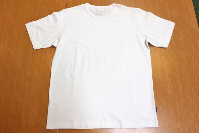 今回の白Tシャツの中で唯一ストレッチ性のあるタイプです