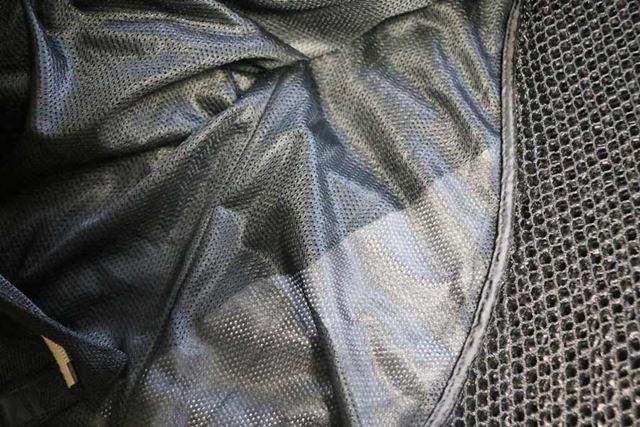 表地だけでなく裏地もメッシュとなっているものが大半なので、長袖でも通気性は最高にいい