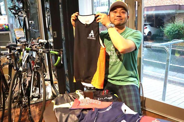 今回もお話を聞いたのは、日本最大級のトライアスロンショップ「アスロニア」の蒔田(まきた)俊史さん