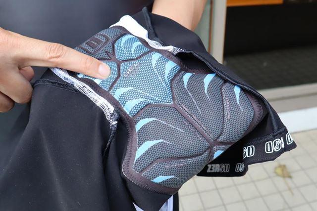 長距離のトライアスロンにも対応するゲル入りのパッドを採用。薄手にも関わらず、クッション性が高い