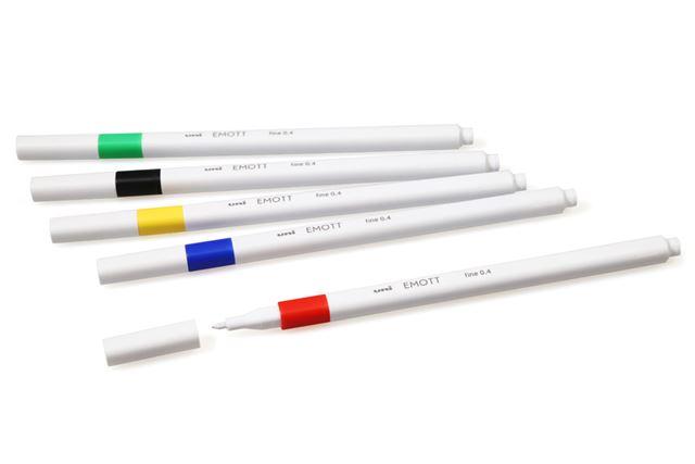 サインペンぽくないシンプルな白軸が独特な三菱鉛筆「EMOTT」
