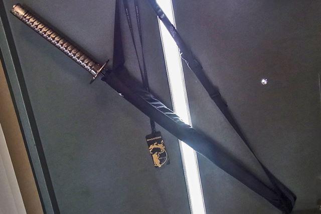 こちらもショルダーケースが付属。いつでも持っていけるように玄関でスタンバイさせております