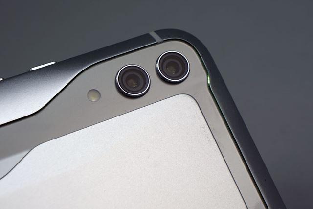 メインカメラはデュアルカメラ。AIを使ったシーン認識やポートレート撮影機能などを備えている