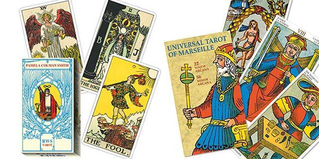 タロットカードといえば、この2種類が有名!「ウェイト版」(左)と、「マルセイユ版」(右)