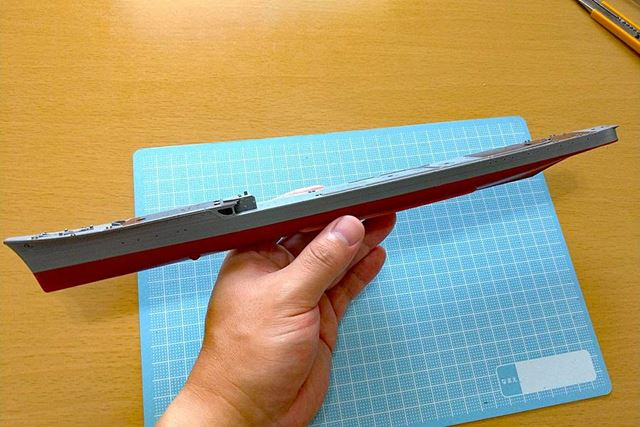 基本構造が完成した船体。艦首から艦尾にかけての流れるようなラインがきれい