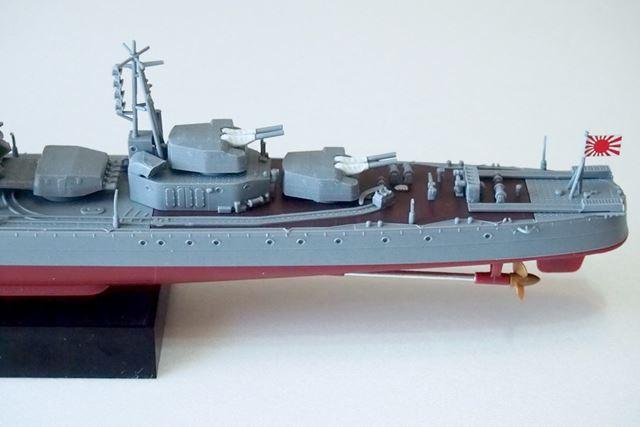 艦尾部分。2基の主砲塔と爆雷関連の装備が集中しているので、パーツの密度感はここが一番高くなっています