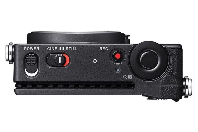 上面に、静止画撮影と動画撮影を切り替えられるスイッチを用意する