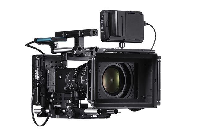 映像制作の現場で使用しやすいように、シネマカメラライクなユーザーインターフェイスに対応している