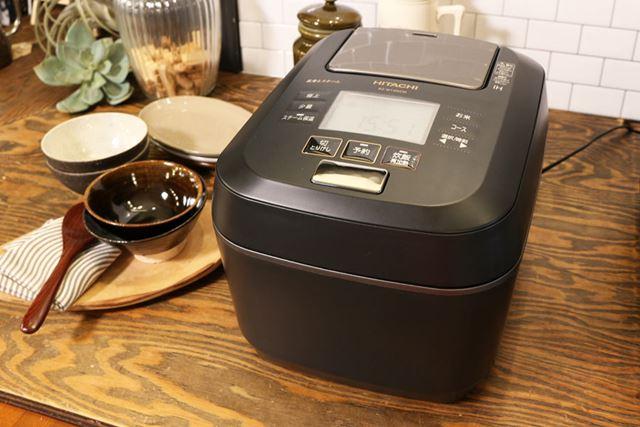 RZ-W100CMは、八代目儀兵衛が土鍋で炊いているごはんのおいしさを再現したといいます。最大炊飯容量は5.5合