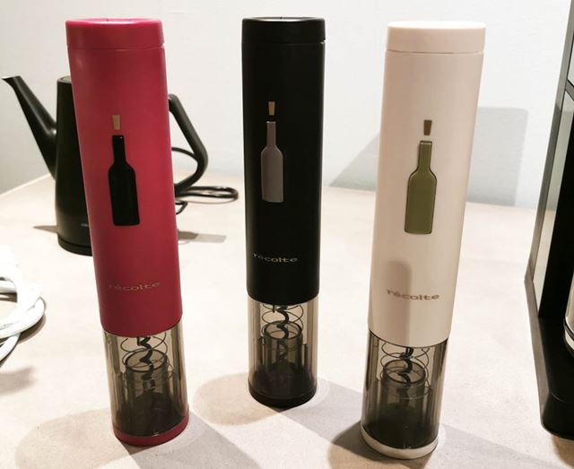 電動ワインオープナー、ワインキーパーともに、レッド、ブラック、ホワイトの3色展開