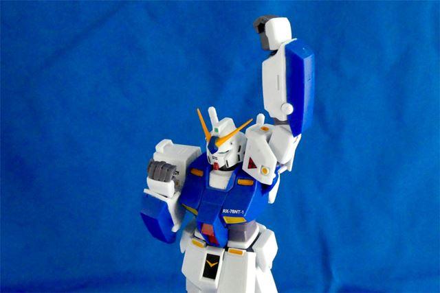 肩や腕の可動も優秀で、いろいろなポージングに対応できます