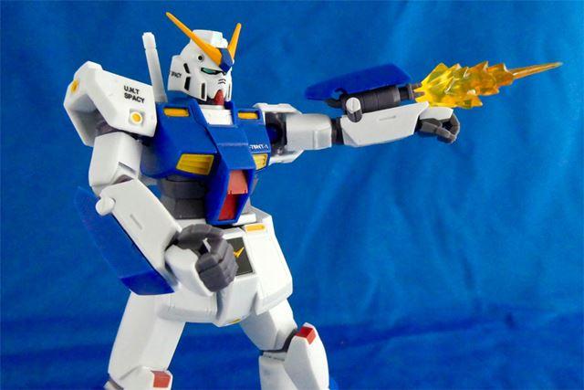腕のガトリングユニットはパーツ装着で再現。発射エフェクト付き