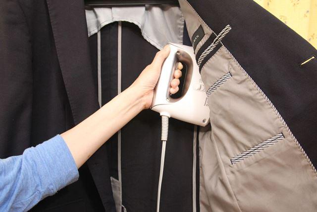 オヤジ激臭の集大成であるジャケットの脇の下はパワフルモードで念入りに
