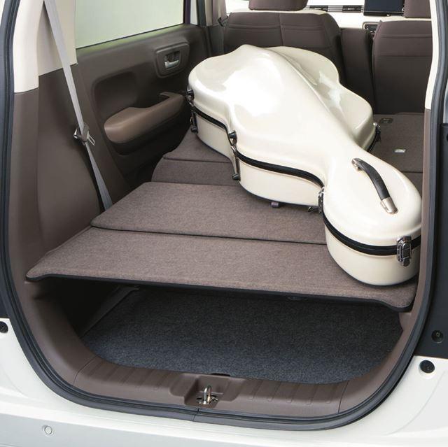 後席を倒してフラットにすることで、大きな荷物を積載できる「ビッグラゲッジモード」
