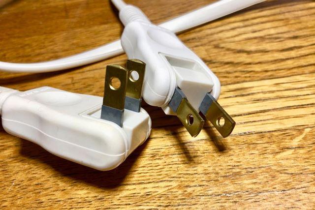 トラッキング&感電防止プラグ。根元部分が絶縁素材で覆うことでそこでの電気的なトラブルを防止