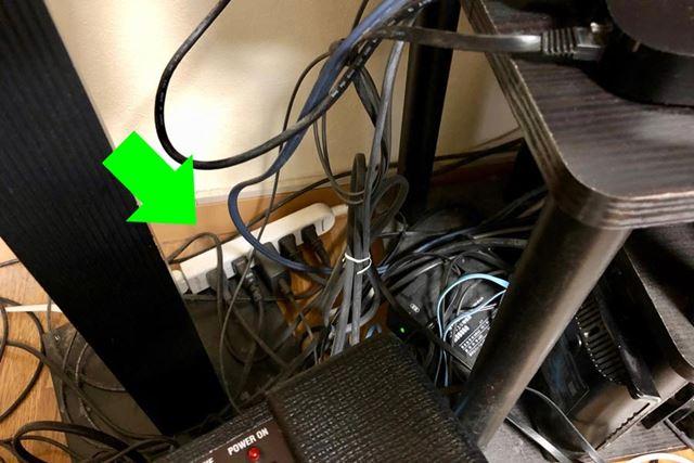 電源タップは床という低所、そして目立たないよう隅に置かれがちなのでホコリが溜まりがち