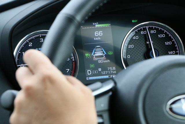カメラを使って前走車を追走してくれるツーリングアシストは、長距離移動時の疲れを低減してくれる