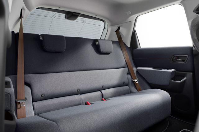 「Honda e」のリアシートは広くはないものの、4名が乗車するには十分な室内空間を持っている