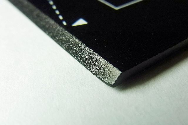 紙を切りやすいように、45°の傾斜が付けられています