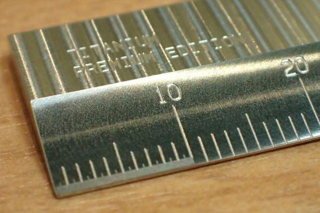 最初の10mm(1cm)だけ目盛りの部分が違うのがわかるでしょうか?