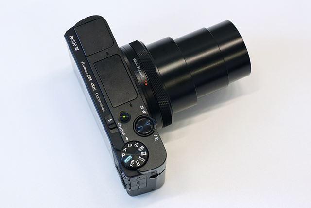 レンズは35mm判換算24-200mm相当の高倍率ズーム
