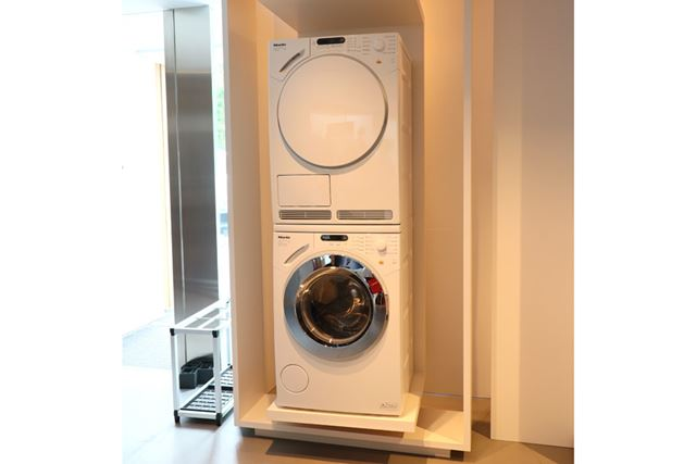 写真はW1/T1ではないですが、ミーレの洗濯機と乾燥機はこのようにスタッキングできる