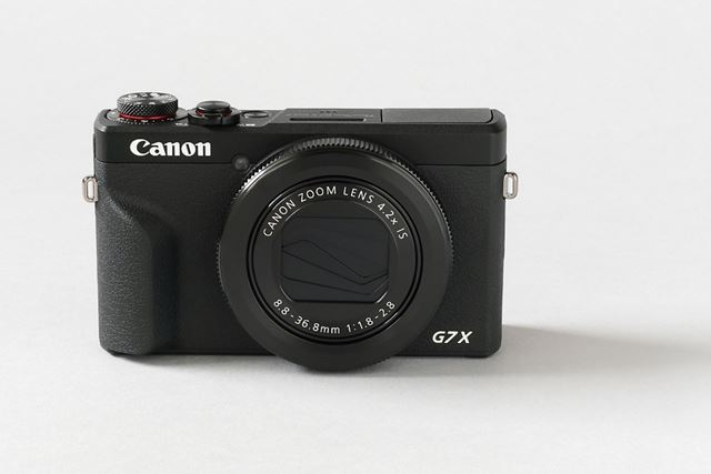 PowerShot G7 X Mark III。PowerShot G5 X Mark IIと同じ撮像素子と映像エンジンを採用する