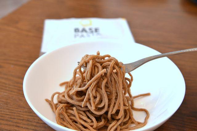 「BASE PASTA」はやわらかく、モサッとした食感