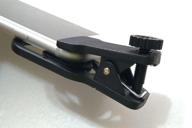 クリップには落下防止ネジが付属。取り付け後にネジを締めておけば、落下のリスクを減らせます