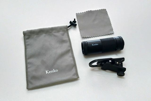 同梱物は望遠レンズ本体、レンズマウント用のクリップ、持ち運び用のポーチ、クリーニングクロスの4点