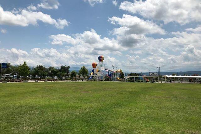 佐久平駅近くの公園にある遊具を撮影。こちらはレンズなしで撮影したもの
