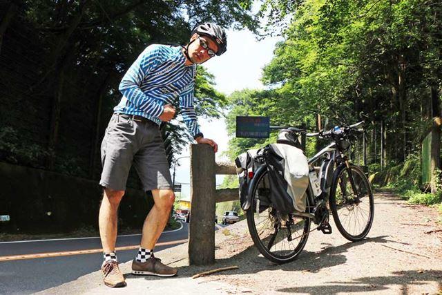 上は一般的なサイクルジャージだが、下は今回紹介したような自転車専用パンツ