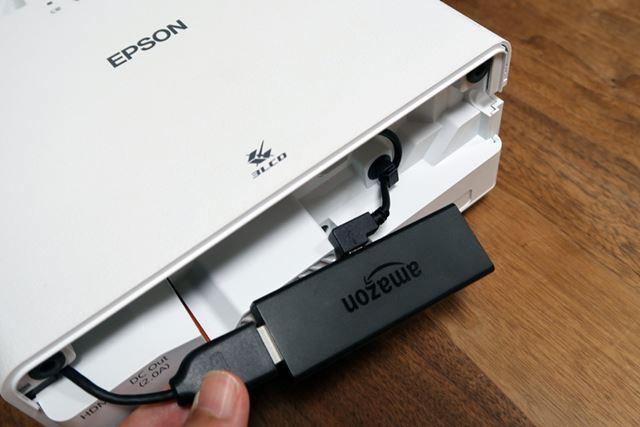 第2世代Fire TV StickにHDMIとMicro-Bケーブルをつなげば準備完了