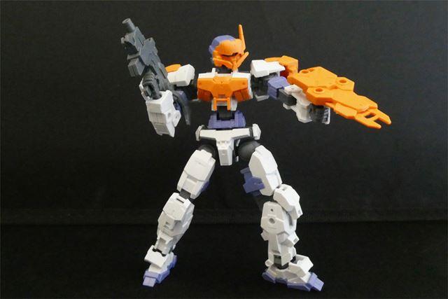 アルトホワイトに近接戦闘用(オレンジ)を装着。だいぶ印象が変わりますね