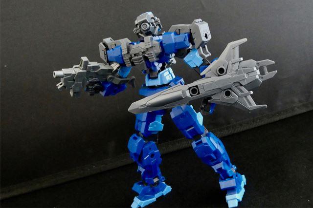 アルトブルーに長距離狙撃用(ダークグレー)を装着。フェイスが変わるとかなり印象が変わります