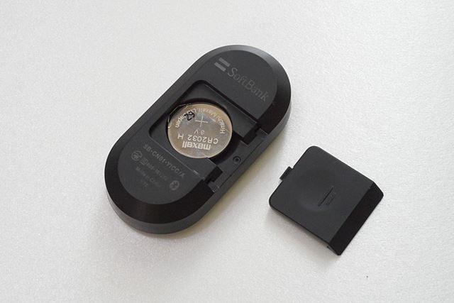 裏面のフタをスライドさせたところに電池(CR2032)があります