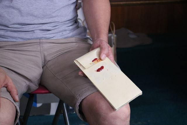これが、先代が開けてしまった封書。赤い部分が封蝋です
