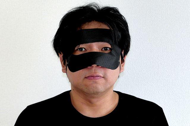 まずはこっちの、自分の顔に装着するタイプのマスクから