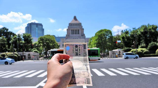 国にお金を貸す……。イメージしづらい国債の仕組みと賢い買い方を紹介していきます