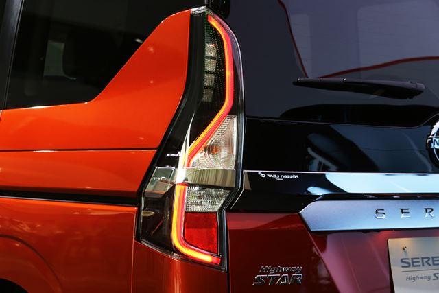 日産 新型「セレナ」ハイウェイスターには、テールライトも専用のリアコンビランプが採用されている
