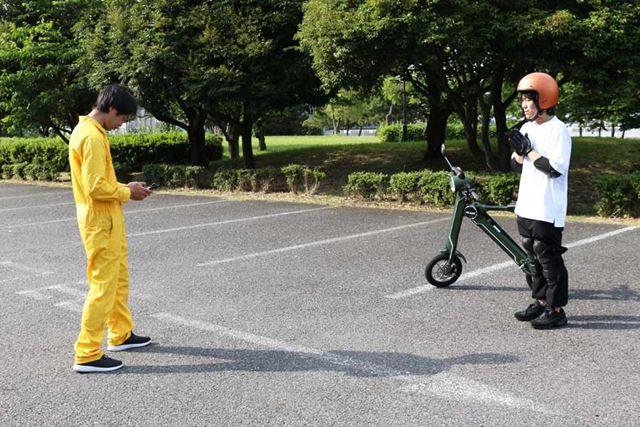 プロテクターも装着し、初めてバイクに乗る久米D