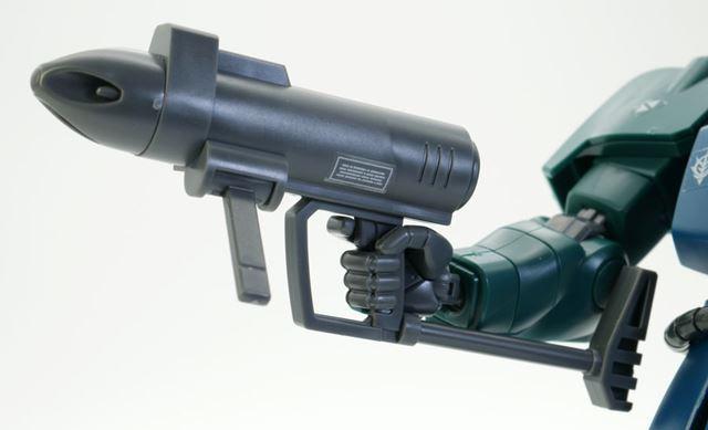 武器は独特の形状をした「4連装スプレーミサイル・ガン」が付属します