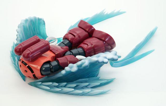 海面に浮上してきた「ズゴック」を再現