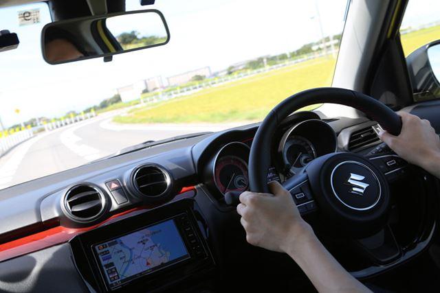 MT車を運転していると、いかにAT車でラフな運転をしていたのかがわかるほど、操作がていねいになっていく