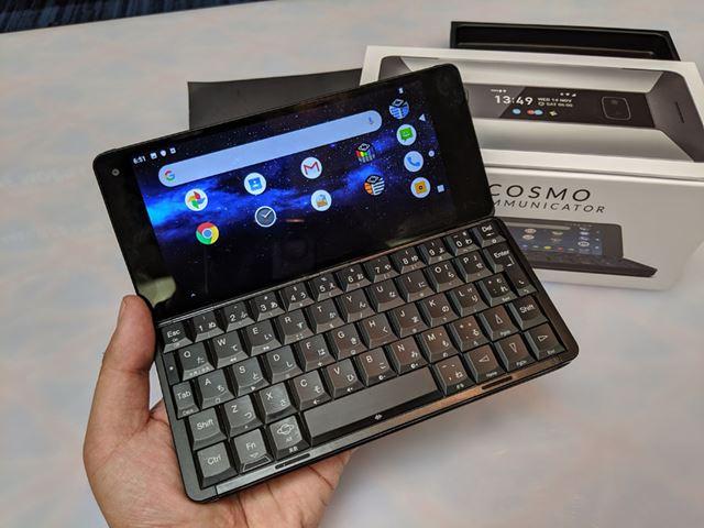 キーボードを搭載するスマートフォン「Cosmo Communicator」