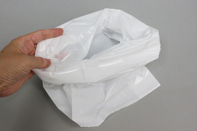 消臭袋の見た目は一般的なゴミ袋と変わりませんが、消臭効果は段違いです
