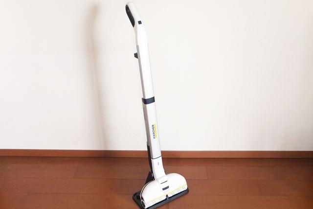 本体サイズは305(幅)×1,170(高さ)×226(奥行)mm。本体質量は2.5kgです
