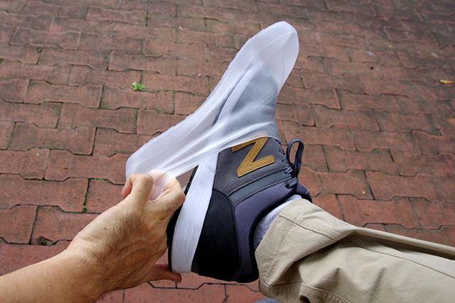 ちょっとサイズオーバーの靴でも、慎重に履けばどうにかなるようだ。もちろん推奨はしないけど